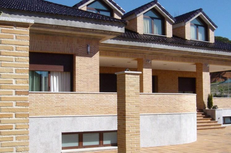 Fachadas de casas con ladrillo aparente for Fachadas rusticas de piedra y ladrillo