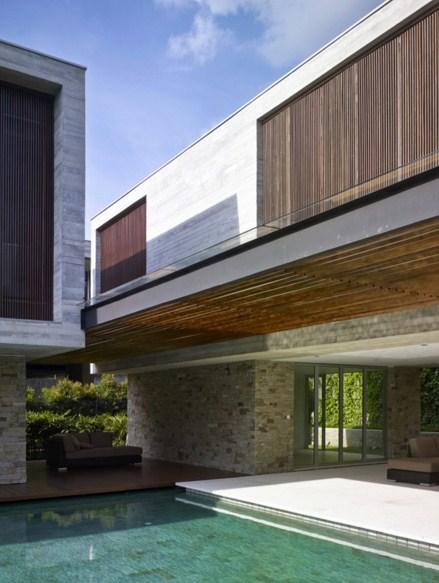 fachadas de casas con parasoles verticales