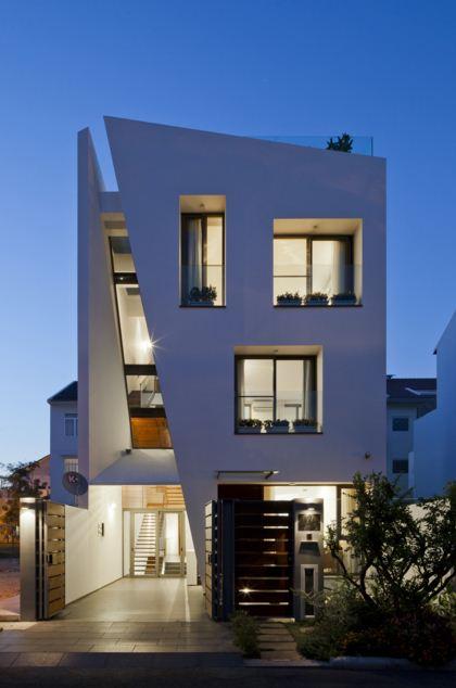 fachadas de casas de tres pisos