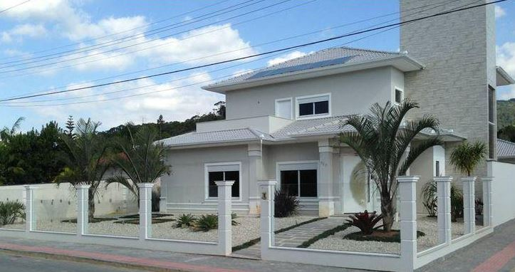 fachadas para casas esquineras con antejardin