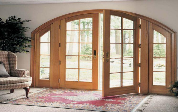 Casas con ventanas de arco for Puertas salida jardin