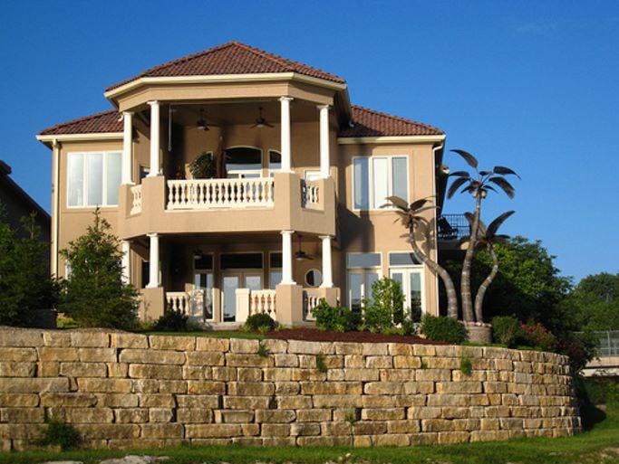 Casas con estilo colonial for Modelo de fachadas de viviendas
