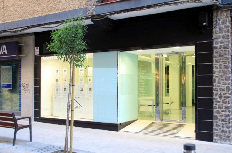 fotos de fachadas modernas para un local comercial