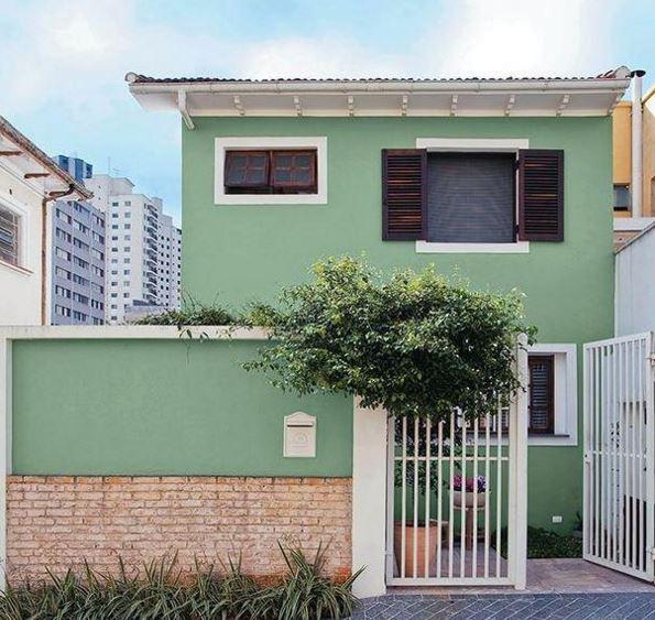 Fachadas de casas con rejas y portones for Colores para pintar portones
