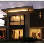 Fachada de casa con grandes ventanas