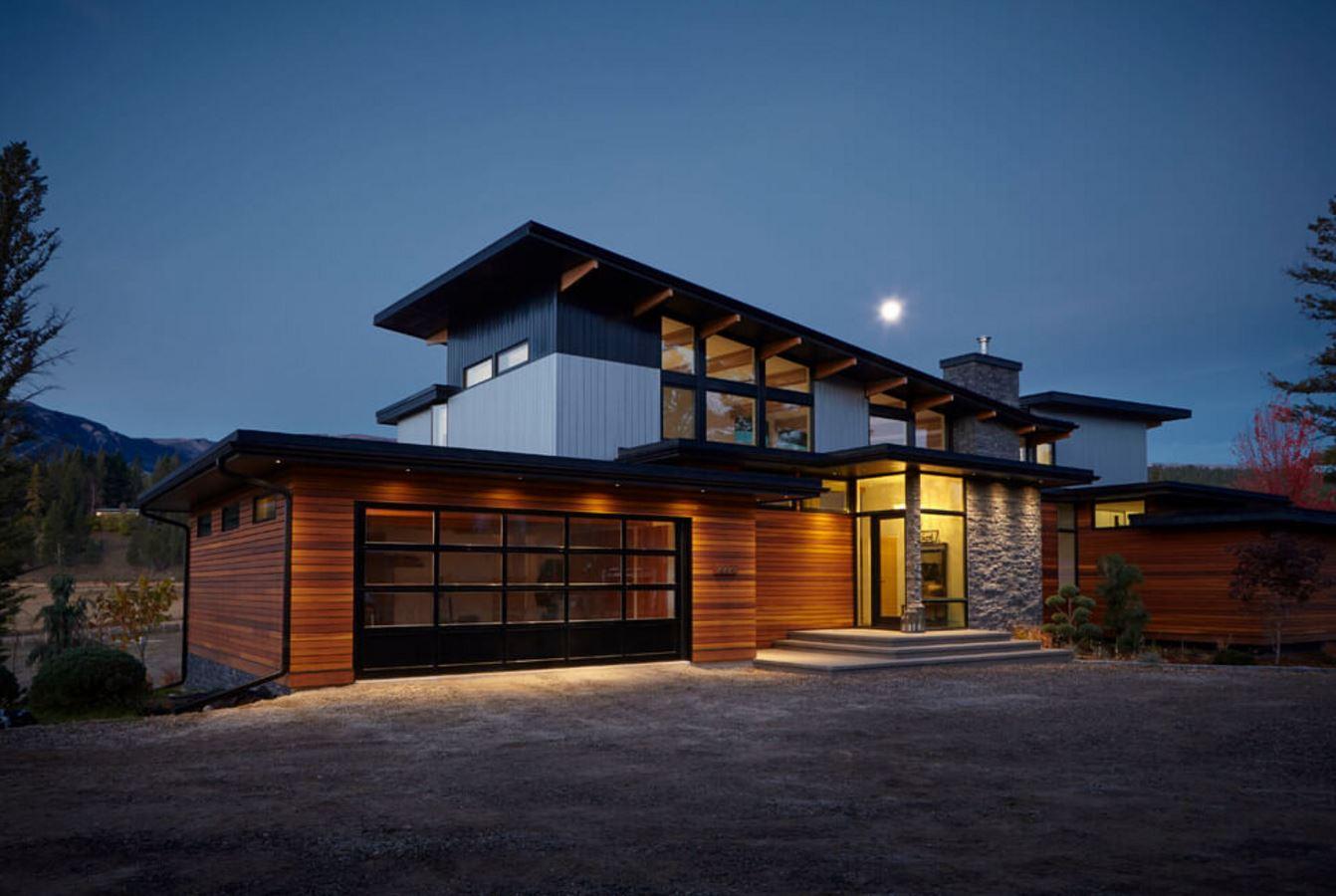 casa-con-techo-inclinado-y-estilo-rustico