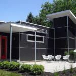 Fachada de casa de color negro