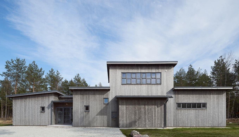 casa-de-madera-en-listones-verticales