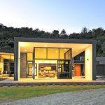 Casa rustica y moderna con vidrios