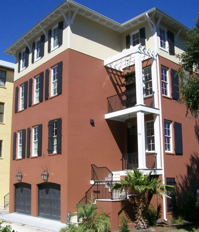 Fachadas para casas de cuatro pisos for Pisos para escaleras de concreto
