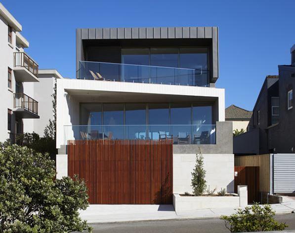 Fachadas de casas con rejas y portones for Puertas en casas modernas