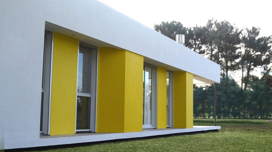 Fachadas de casas pintadas good encuentra este pin y for Fachadas exteriores minimalistas