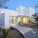 Fachada moderna de casa de dos plantas