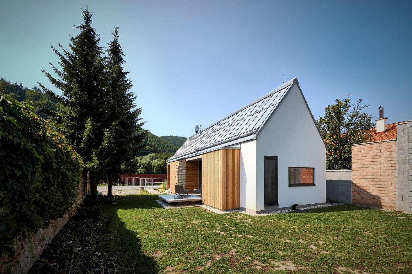 Fachadas de casas con techo a dos aguas for Techos de madera para casas