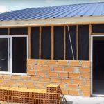 Revestir el exterior de una casa prefabricada