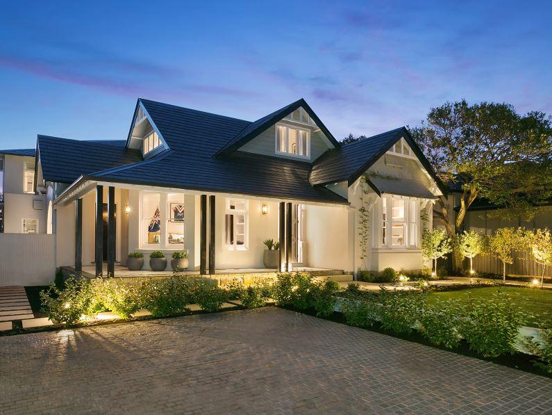 Fachadas de casas con techo de pizarra for Materiales para techos de casas