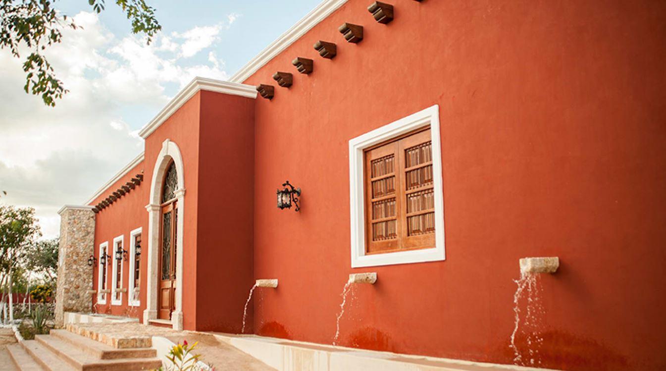 Fachadas de casas color terracota for Colores de moda para fachadas
