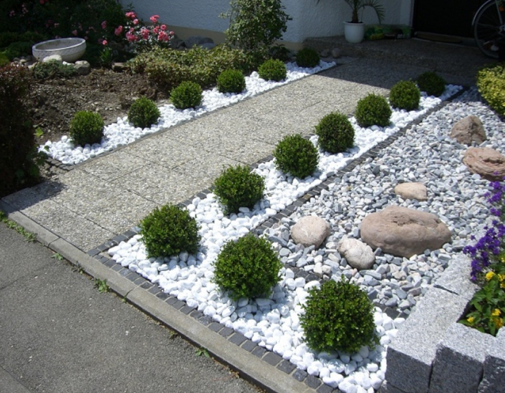 10 ideas para decorar patios con piedras naturales for Jardines en piedra natural