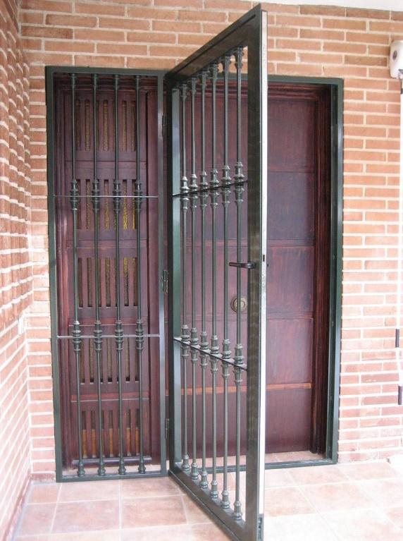 10 modelos de rejas para puertas de entrada - Puertas de metal para casas ...