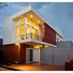 Fachada de casa residencial de 2 pisos
