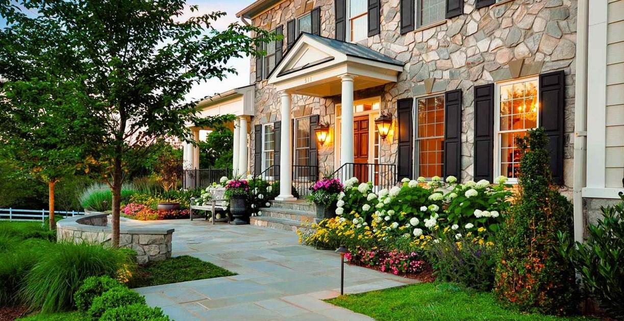 Flores y rosas, para decorar jardines y fachadas
