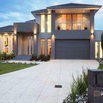 Fachadas de casas residenciales de dos plantas